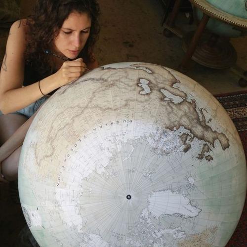もはや芸術!手作りの地球儀「アトモスフェア」の製作風景が凄い!!の画像(4枚目)