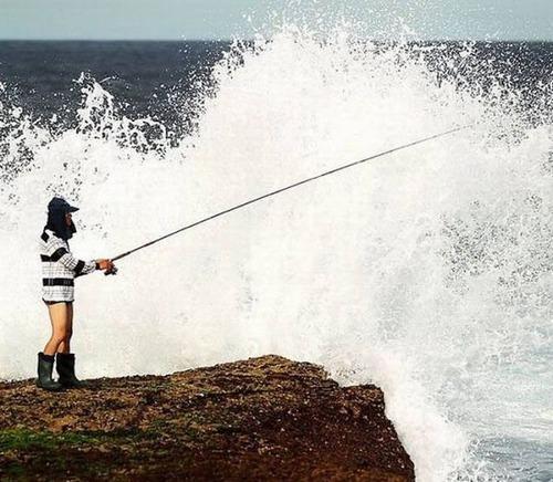 カオスなところで釣りをしている人達の画像(41枚目)