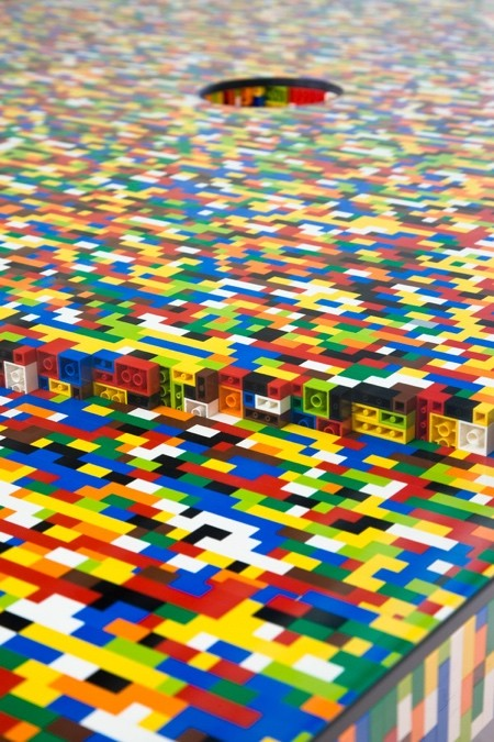 レゴで作った大きなテーブル04