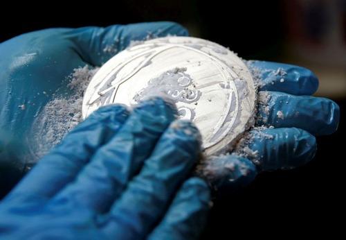 オリンピックのメダルの作り方の画像(1枚目)