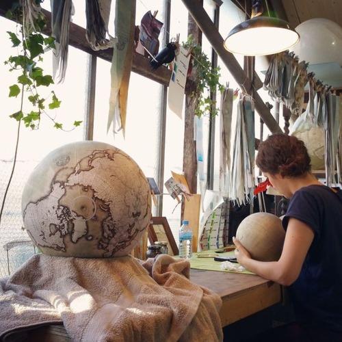 もはや芸術!手作りの地球儀「アトモスフェア」の製作風景が凄い!!の画像(8枚目)