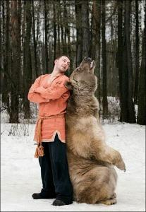 恐ロシア!300kgのヒグマとロシア美人のアート写真が凄い!!の画像(21枚目)