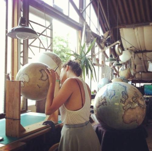 もはや芸術!手作りの地球儀「アトモスフェア」の製作風景が凄い!!の画像(11枚目)
