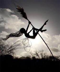 【画像】生きてるみたい!針金で再現された妖精が凄い!!の画像(10枚目)