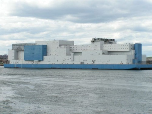 海に浮かぶ島のような監獄の画像(1枚目)