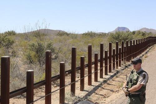 アメリカとメキシコの間の壁の画像(14枚目)