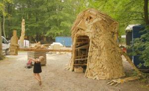 ド迫力!廃棄する材木を使ったアートが凄まじい!!の画像(7枚目)