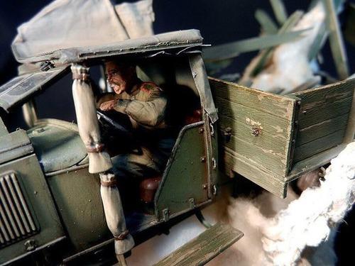 【画像】爆撃を受けたトラックのジオラマの躍動感が凄い!!の画像(4枚目)