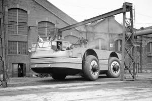 【画像】ずっと昔に作られた南極探索用の自動車がなんだか凄い!の画像(1枚目)