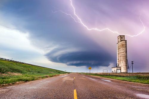 幻想的で恐ろしい!嵐が起こっている空を映した写真の数々!!の画像(12枚目)