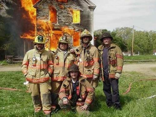 もうお手上げ!火事をバックに記念撮影してる画像の数々!!の画像(8枚目)