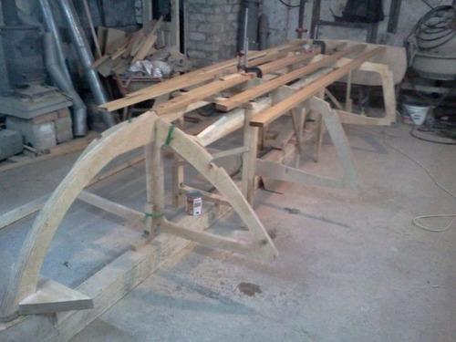 木製のボートの画像(1枚目)