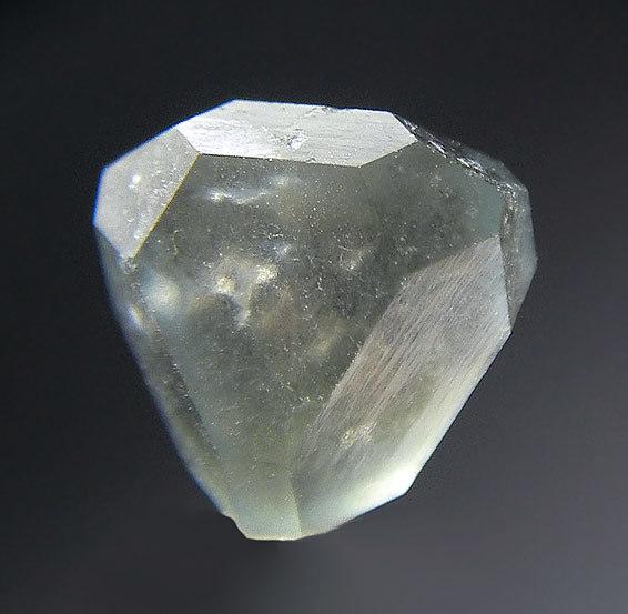 No.1115 方硼石 Boracite