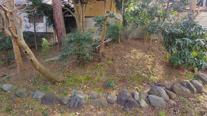「入道塚(安保入道の墓)」
