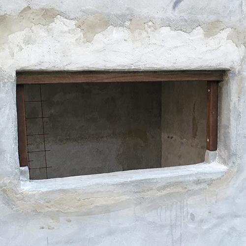 一人で作るブロック小屋⑨ ~ドア枠・窓枠の取り付け~③