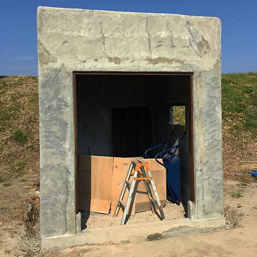 一人で作るブロック小屋⑨ ~ドア枠・窓枠の取り付け~⑨