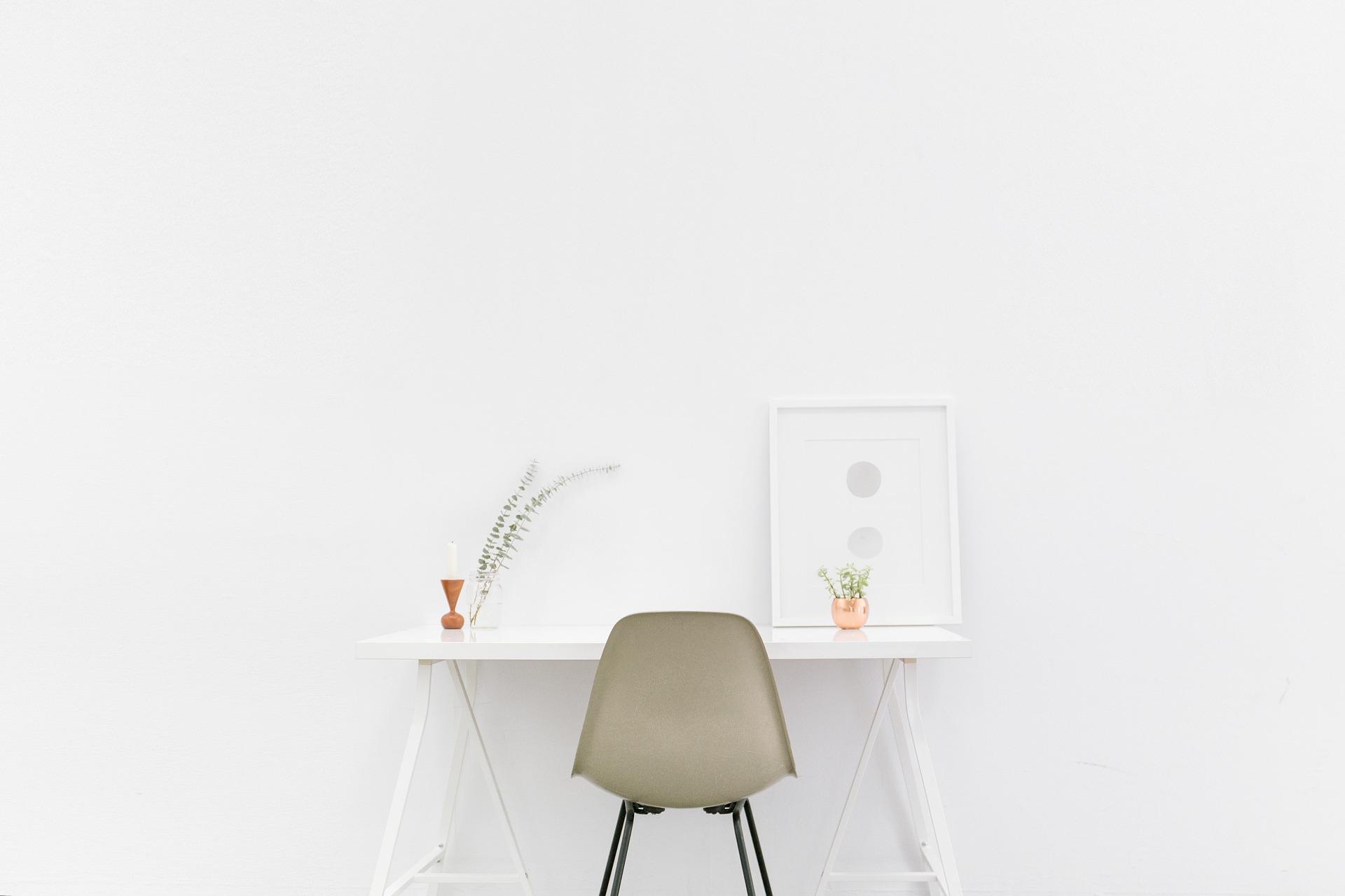 desk-1081708_1920.jpg