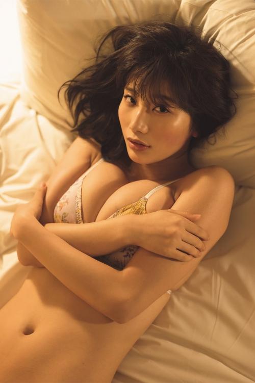 """""""リアル峰不二子""""小倉優香、Gカップもっちり美バストで魅了"""