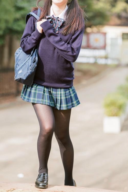 秋になると黒タイツ女子が増えてくるのが最高だよな