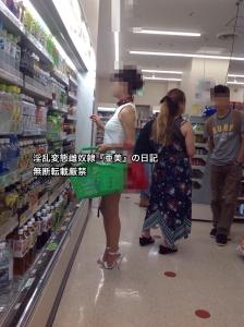白ワンピ首輪リード②