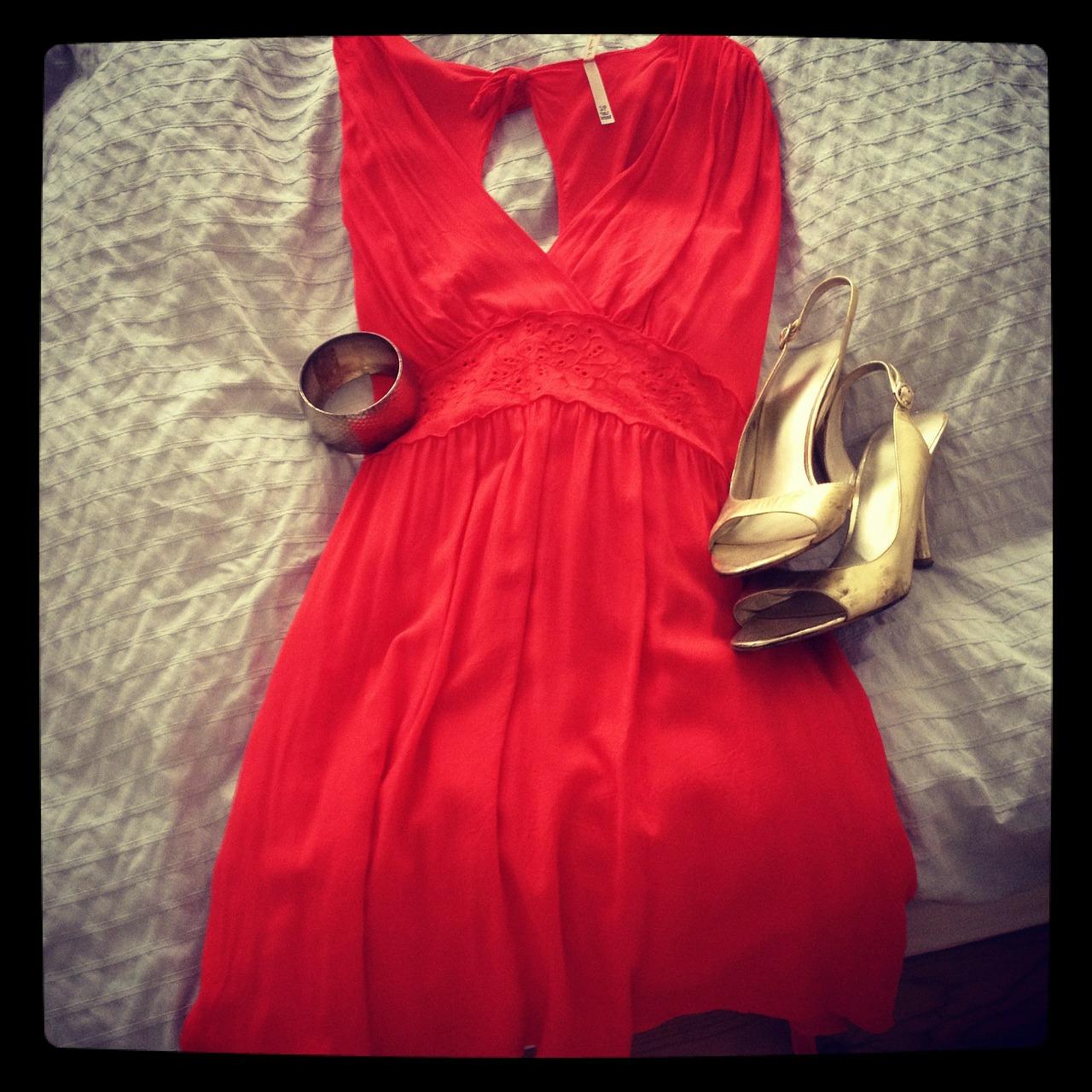 dress-186249_1280.jpg
