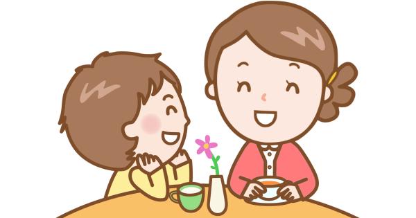 将来のことを笑顔で話し合っているお母さんと男の子