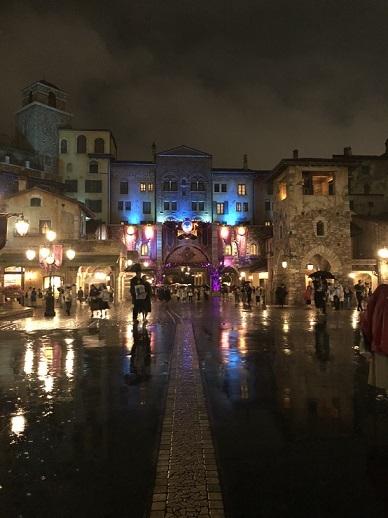 ディズニーシー雨の夜