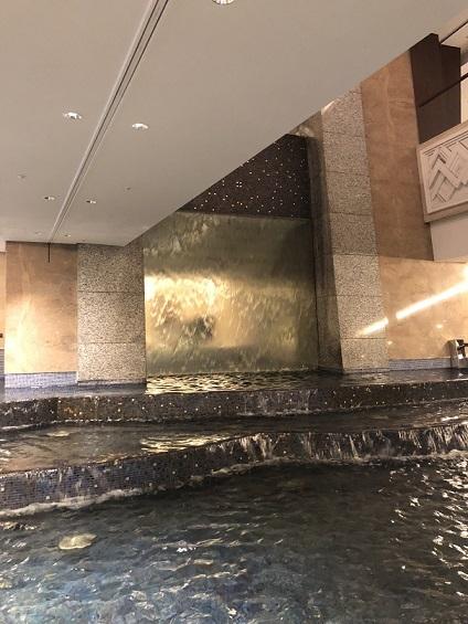 ホテル内噴水