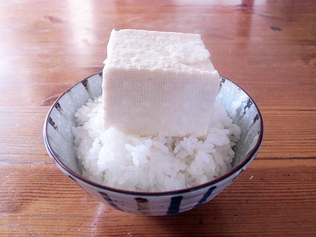 ご飯に木綿豆腐