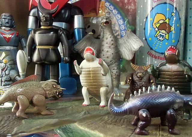 ロボとマスコット怪獣たち