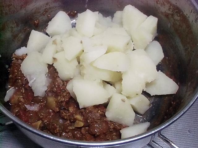 カレーにジャガイモ