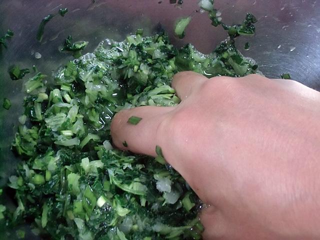 刻んだ青菜の水出し