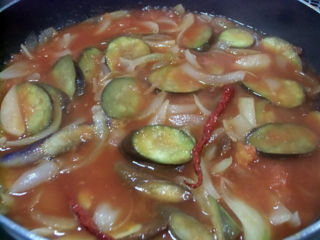 トマトで煮る