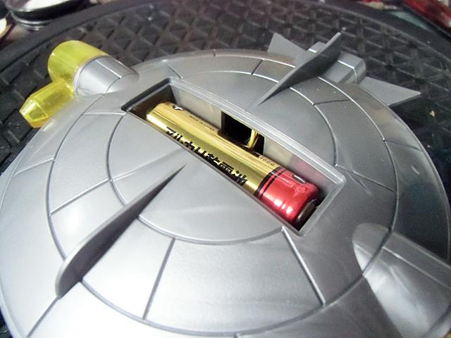 電池を入れて