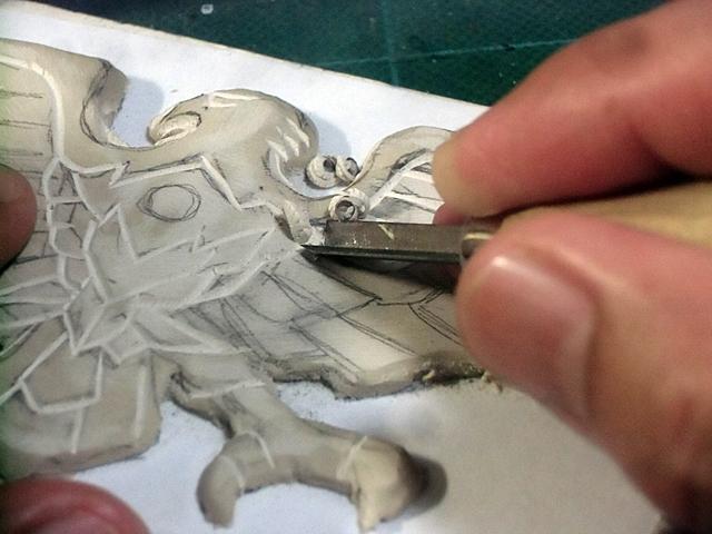 スケッチをガイドに彫る