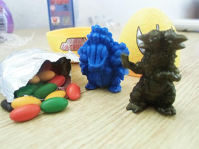 怪獣とチョコビーンズ