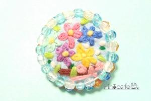 お花さんの刺繍キラキラブローチ