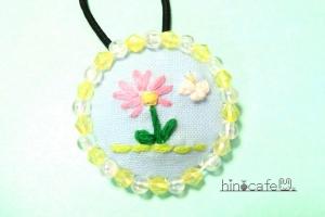 お花さんとちょうちょさんの刺繍ヘアゴム【Ⅰ】