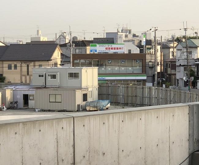 JR総持寺駅前ファミマ201805161