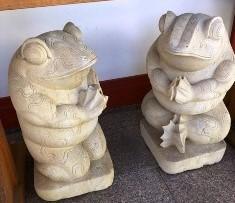 カエル石像