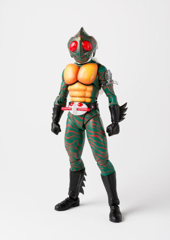 フィギュアーツ 仮面ライダーアマゾン (真骨彫製法) FIGURE-038990_01