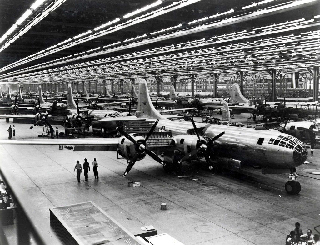 Boeing-Whichata_B-29_Assembly_Line_-_1944.jpg