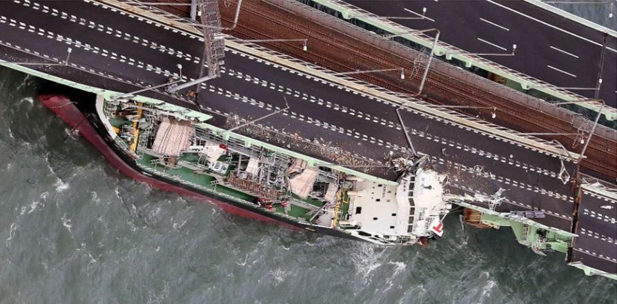 連絡橋タンカー衝突-1