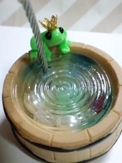 カエルの王子風メモスタンド 桶部のアップ