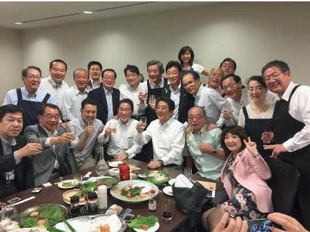 大雨宴会安倍内閣自民党