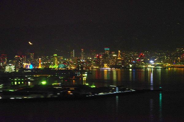 海上から神戸の夜景