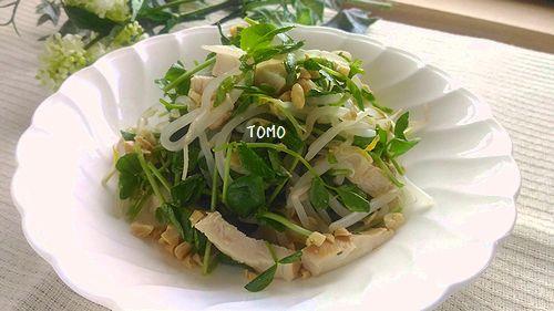 鶏チャーシューで豆苗ともやしのサラダ