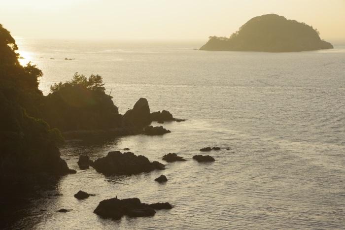 黄昏時の日本海