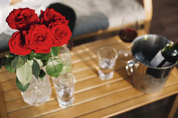 beautiful-red-roses-vase-on-wooden-table_23-2147891139.jpg