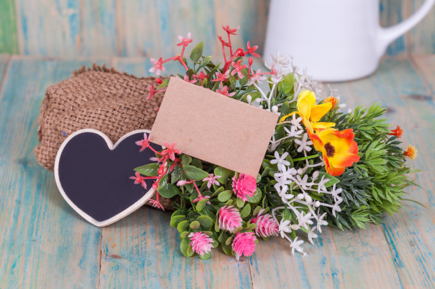 bouquet-of-flowers-with-blank-paper-tag_52253-638.jpg
